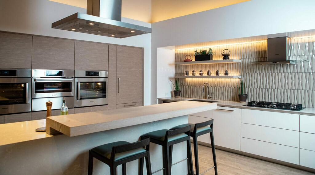 Modern L-Shape kitchen with Island in Caesarstone 5110 Vanilla Mist | 2121